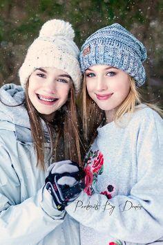 Snow Photos, Snow Photography, Snow Poses, Posing Girls, Posing Friends, Bestie Poses, Sister Poses, Posing Teens, Winter Poses, Snow Senior Pictures, Senior Pictures In Snow, Winter Photos, Girl Poses In Snow, Posing Girls In Snow, Girl Poses In Winter