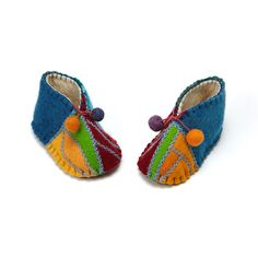 New patchwork bebe ideas kids Ideas Patchwork Quilt Patterns, Patchwork Baby, Crazy Patchwork, Patchwork Ideas, Felt Baby Shoes, Felt Booties, Cushion Cover Pattern, Kids Slippers, Baby Boots