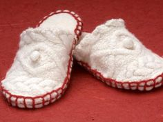 DIY Sew this Pair of Cosy White Felt Slippers With Red Trim. Keep your friends and family warm by gifting a pair of cozy handmade slippers. Free Pattern to Download with the tutorial...Remember with this pattern, instead of felt, you can use an Old Thick Sweater too!