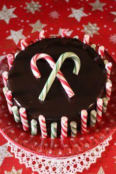 Cheesecake de chocolate y peppermint con bastones de caramelo