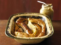 Make this family-sized traditional Toad in the Hole recipe for a super family supper or as a great alternative to a Sunday roast. Uk Recipes, Supper Recipes, Beef Recipes, Cooking Recipes, British Recipes, Cooking Pork, Drink Recipes, Yorkshire Pudding Tin, Yorkshire Pudding Recipes
