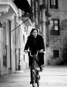 Elena Anaya & her Brompton bike