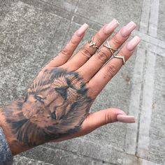 Check out the collection of lion Tattoo on hand with designs. We have the best collection of latest Lion Tattoo Designs. Pretty Tattoos, Beautiful Tattoos, Cool Tattoos, Tiger Tattoo, I Tattoo, Full Tattoo, Tattoo Neck, Tattoo Thigh, Samoan Tattoo