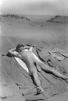 rei-gomes:  A Soldier Getting a Full-Body Suntan