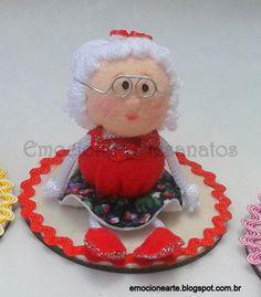 Mini boneca vovó de feltro