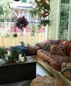 Outdoor Porch with lots of comfy cush… Summer style! Outdoor Porch with lots of comfy cushions and color and plants! Porches, Sunroom Decorating, Deco Retro, Interior Exterior, Interior Design, Boho Decor, White Bohemian Decor, Bohemian Porch, Bohemian Living
