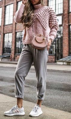 Warm Cozy Knitted Pompom Batwing Pullover Sweater and plaid pants. Easy to copy outfit. casual outfit inspiration / pink knit sweater + shoulder bag + striped pants + sneakers Source by jo Cuffed rolled up capri length pants pink pleated puff sweater - Ev Fashion Mode, Look Fashion, Trendy Fashion, Fashion Black, Fashion Fall, Fashion News, Pastel Fashion, Fashion Trends, Feminine Fashion