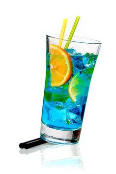 Blue curacao, cocktail blu, spritz blu con vino e curacao, ricetta cocktail