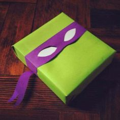 37 Amazingly Creative DIY Gift Wrap Tutorials to Make Your Gift Shine - All Gifts Considered Themed Gift Wrap DIY Tutorials - TMNT gift wrap for children's presents. Use for fans of Ninja Turtles Turtle Birthday Parties, Ninja Turtle Birthday, Ninja Turtle Party, Ninja Turtles, Creative Gift Wrapping, Present Wrapping, Creative Gifts, Wrapping Ideas, Creative Gift Packaging