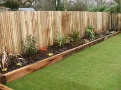 There are many reasons why a garden edging should be part of your garden. First of all, it serves to beautify the lawn, then it keeps animals beds 17 Fascinating Wooden Garden Edging Ideas You Must See - The ART in LIFE Diy Garden Bed, Backyard Garden Design, Backyard Fences, Easy Garden, Garden Edging Ideas Cheap, Garden Path, Fence Ideas, Fenced In Backyard Ideas, Simple Garden Ideas