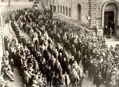 Jewish prisoners marched through the streets of Baden-Baden on November 10, 1938. Yad Vashem Photo Archives 1567/64