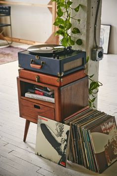 Old Technology: Vintage Music Players #vintage #vintagetech #technology #musicplayers #vinyl #vinylplayer | See more inspiring articles here: www.vintageindustrialstyle.com