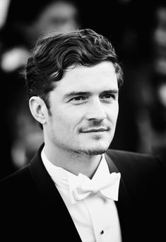 Orlando Bloom. I miss seeing this guy. Can we please have the amazing Will Turner back? <3