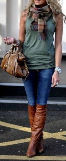 Street Fashion. Love the boot, bag very cool!
