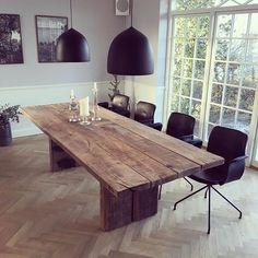 """By Løth """"Gray Oak"""" plankebord Mål: 98x255cm, 5cm tykke planker. Dette er til salg for: 32.000kr inkl. Lev. Bestilling eller spørgsmål: info@byloeth.dk eller PB her på IG. #byløth#byløthbord#plankebord#recycledwoodfurniture#spisebord#sildebensparket#sildebensfletning#rustikbord#oldoaktable#nordictable#nordiskbord#nordiskindretning#interior4all#classicinterior#interiordesign#grayoak#"""