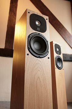 Neat Motive 2 Loudspeakers light oak. Absolutely beautiful!