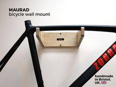 Introducir el soporte de pared hermosa bicicleta por Huxlo. ¡No es ciencia de cohetes! Nos acaba de hacer el porta-bicicletas montado en la pared más simple y hermosa aún. Diseñado por nuestro equipo en Bristol y fabricado en el Reino Unido. MAURAD es un placer; de su paso a paso montaje