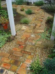 , , 42 Amazing Ideas for DIY Garden Paths and Walkways The collection of creative and interesting ideas for garden path design provides great inspiration for improving garden and garden design. Rustic Gardens, Unique Gardens, Beautiful Gardens, Gravel Garden, Garden Pests, Walkway Garden, Brick Garden, Stone Garden Paths, Garden Fencing
