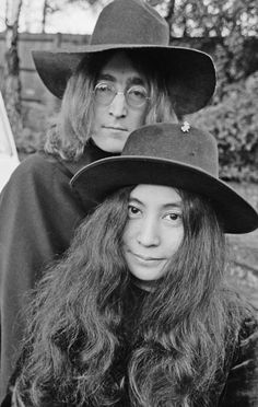 Yoko Ono Lennon (小野 洋子 Ono Yōko) (Tokyo, 18 febbraio 1933) e John Winston Ono Lennon (Liverpool, 9 ottobre 1940 – New York, 8 dicembre 1980)