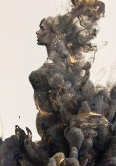 """La Destrucción Y La Creación Convergen En Etéreas """"Pinturas En Agua"""""""