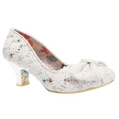 Elegant and unique wedding shoes, boots, and flats that will be the icing on the cake on your wedding day! Old Shoes, Fancy Shoes, Pretty Shoes, Beautiful Shoes, Me Too Shoes, Comfy Wedding Shoes, Unique Wedding Shoes, Wedding Accessories