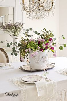 Choosing Colors For A Spring Table Setting