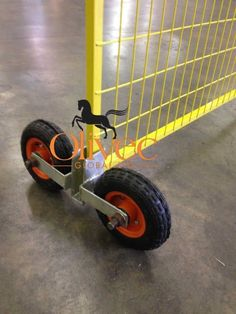 Temporary Fence Construction Gate Wheel Attachment NEW Wooden Fence Gate, Rustic Fence, Pallet Fence, Diy Fence, Porch Gate Design, Door Design, Chain Link Fence Installation, Portable Fence, Gate Wheel