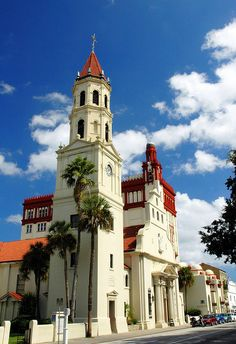 Constructed over five years the Cathedral Basilica of St. Augustine Florida is a blend of Spanish Colonial and Renaissance Revival. State Of Florida, Florida Usa, Florida Vacation, Florida Travel, Vacation Spots, Florida Trips, South Florida, Vacation Ideas, Cathedral Basilica