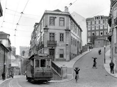 Ruas de Lisboa /Street scene in Lisbon - Portugal , 1940's   Fotografia de / Photograph by W. Robert Moore , National Geographic