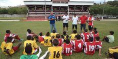 Olheiro do Cruzeiro visita Jacarezinho em busca de jovens promessas - http://projac.com.br/noticias/olheiro-cruzeiro-visita-jacarezinho-em-busca-de-jovens-promessas.html