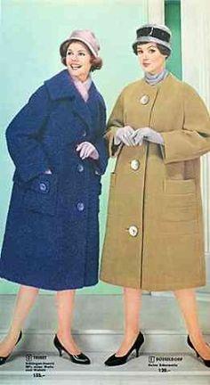"""Mode der 50er Jahre Links Modell """"Triest"""" und rechts """"Düsseldorf"""" : """"Ein Mantel, mit dem Sie auf der """"Kö"""" auffallen, so damenhaft, elegant und chic ist er in Linienführung und Detailverarbeitung."""" - Neckermann (1959)"""
