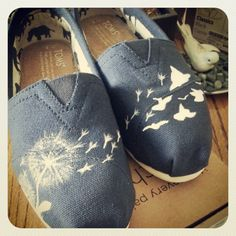 >>>TOMS shoes OFF! >>>Visit>> Acrylic painted Toms shoes: dandelions and birds Cheap Toms Shoes, Toms Shoes Outlet, Winter Shoes, Summer Shoes, Fall Shoes, Fashion Now, Fashion Shoes, Blue Fashion, Fashion Weeks