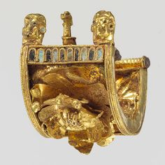 Etruscan civilization | Baule earring, 6th century B.C., Etruscan, Gold and enamel (1994.374 ...