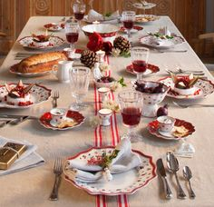 Modern and traditional Christmas tables from Villeroy & Boch