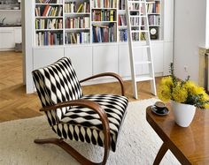 křeslo halabala - Hledat Googlem Outdoor Chairs, Outdoor Furniture, Outdoor Decor, Prague Apartment, Sofas, Armchair, Interior Design, Retro, Living Rooms