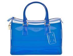 """Los bolsos transparentes son uno de los """"must"""" del verano. Este es de Furla."""
