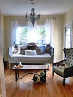 20 Simple and Creative Ideas Of How To Reuse Old Doors - Great Daybed