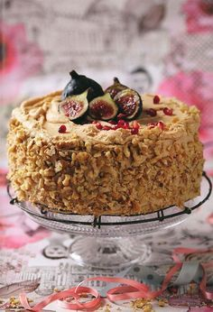 WORTELKOEK met bietjie kakao in die roomkaasversiersel uit Wenresepte 2 Baking Recipes, Cake Recipes, Dessert Recipes, Baking Ideas, Yummy Treats, Sweet Treats, Yummy Food, Kos, South African Desserts