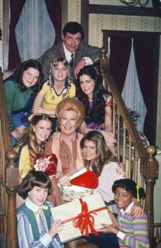Cast of Facts of Life: Molly Ringwald, Lisa Welchel, Mindy Cohen, Kim Fields Facts Of Life Cast, Brady Kids, Michael Fox, Young Movie, Life Tv, Valley Girls, Tv Station, Television Program, Yesterday And Today