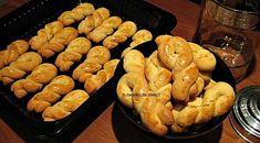 πασχαλινα κουλουράκια_σοφη τσιωπου Greek Sweets, Greek Desserts, Greek Recipes, Biscuit Cookies, Cake Cookies, Greek Cookies, Biscuits, Party Cakes, No Bake Cake