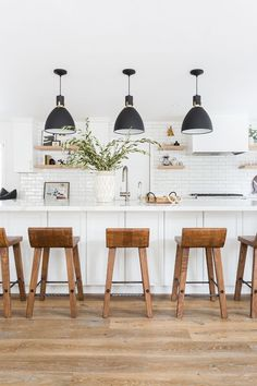 White Kitchen with black pendant lights, cognac leather bar stools, wood floors, open shelving Image Size: 700 x 1050 Pin Boards Name: Home Sweet Home Home Design, Interior Design, Design Ideas, Design Layouts, Design Styles, Design Inspiration, All White Kitchen, New Kitchen, Kitchen Ideas