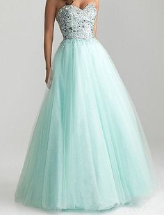 I want this dress for my prom! ☺