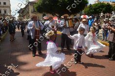 Banda civil en fiestas de la Independencia en Panamá