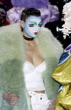 John Galliano for Christian Dior Fall Winter 2003 Ready-To-Wear Catwalk Makeup, Runway Makeup, Christian Dior, Timeless Fashion, High Fashion, Paris Fashion, Women's Fashion, Givenchy, Vintage Clown