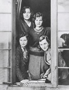 The Mitford girls. British upper class sisters who were known for their beauty, exploits and unfortunately making some very bad decisions. Their family history is fascinating. Discover their many ties to Hitler. Diana Mitford, Nancy Mitford, Mitford Sisters, Women In History, British History, World History, Family History, Ww2 History, American History
