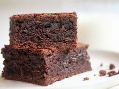 Let Them Eat Brownies is a group of recipes collected by the editors of NYT Cooking Stevia, Just Desserts, Dessert Recipes, Drink Recipes, Brownie Bar, Brownie Quest, 20 Min, How Sweet Eats, Brownie Recipes