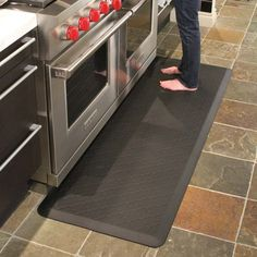 WellnessMat for kitchen. black.