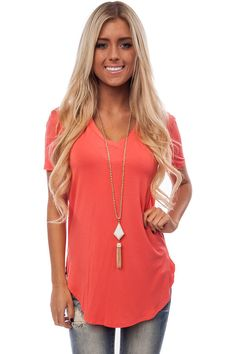 CORAL LOOSE V NECK TEE
