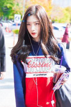 171023 다이아 채연 불후의 명곡 출근 직찍 by 남원현 Kpop Girl Groups, Korean Girl Groups, Kpop Girls, Korean Beauty, Asian Beauty, Asian Woman, Asian Girl, Ulzzang Hair, Jung Chaeyeon