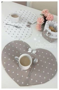 Diy Home Crafts, Sewing Crafts, Sewing Projects, Projects To Try, Breakfast Set, Clothes Basket, Shabby Fabrics, Animal Fashion, Special Gifts